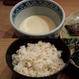 _______Mugitoro-gohan__a_bowl_of_boiled_rice_.jpg