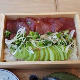 _______________Bowl_of_tuna_and_avocado__It_s.jpg