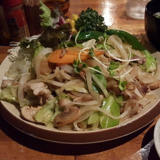 ___________________Pan-fried_pork_and_vegetab.jpg